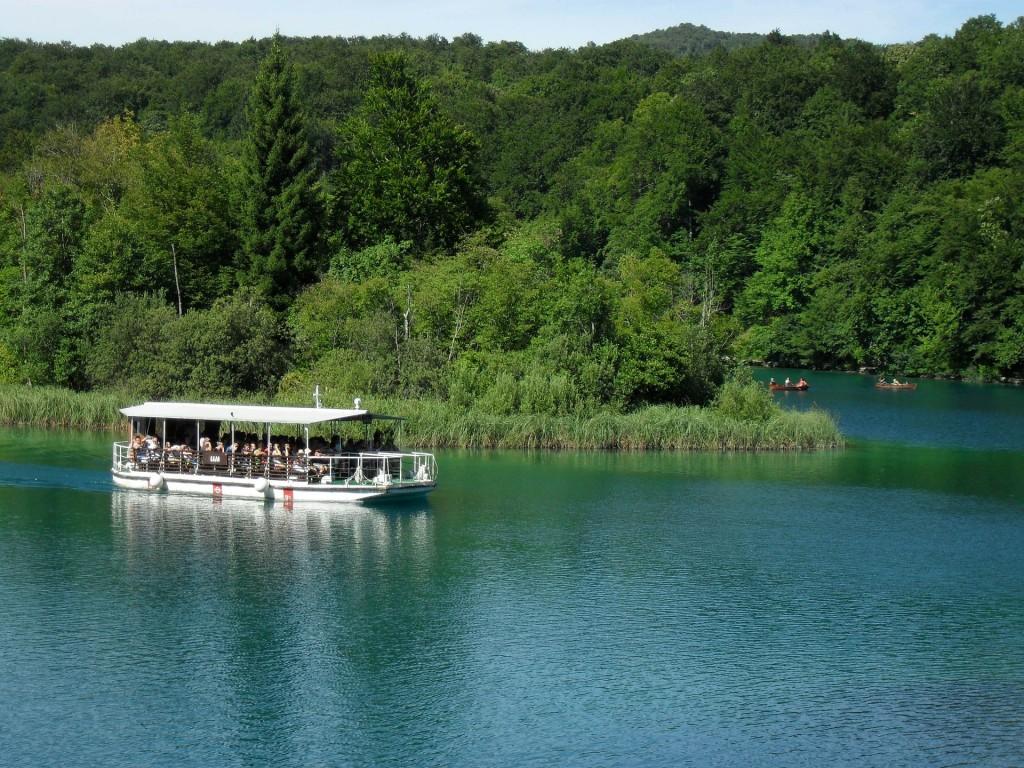 boot op meren van Plitvice, Kroatie
